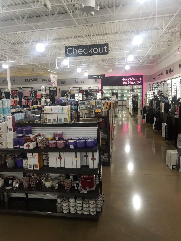 Saks OFF 5TH - department store  | Photo 10 of 10 | Address: 1650 Premium Outlet Blvd #1600, Aurora, IL 60502, USA | Phone: (331) 212-3950