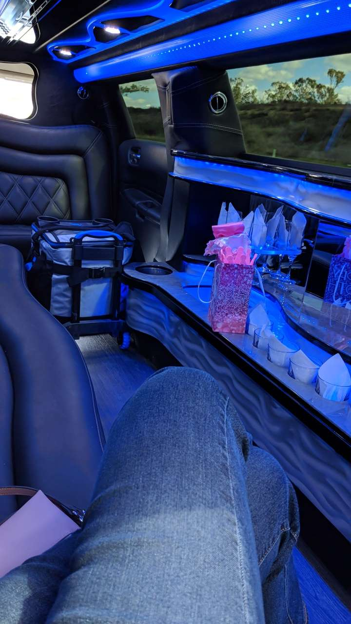 Epic Limo and Party Bus - travel agency  | Photo 5 of 10 | Address: 3392 E St, San Diego, CA 92102, USA | Phone: (858) 270-5466