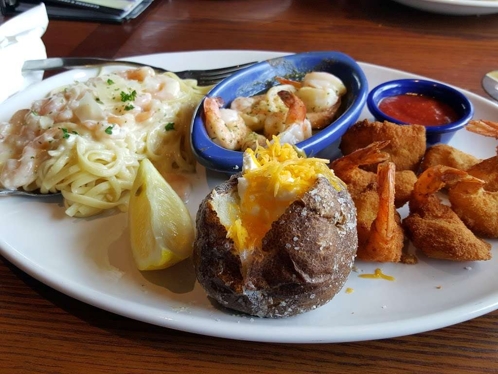 Red Lobster - restaurant  | Photo 5 of 10 | Address: 4717 I-10, Baytown, TX 77521, USA | Phone: (281) 421-5656