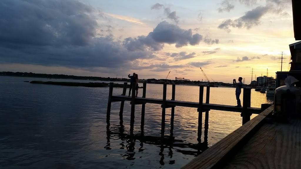 Bubbas Seafood Restaurant and Crabhouse - restaurant  | Photo 7 of 9 | Address: 3323 Shore Dr, Virginia Beach, VA 23451, USA | Phone: (757) 481-3513
