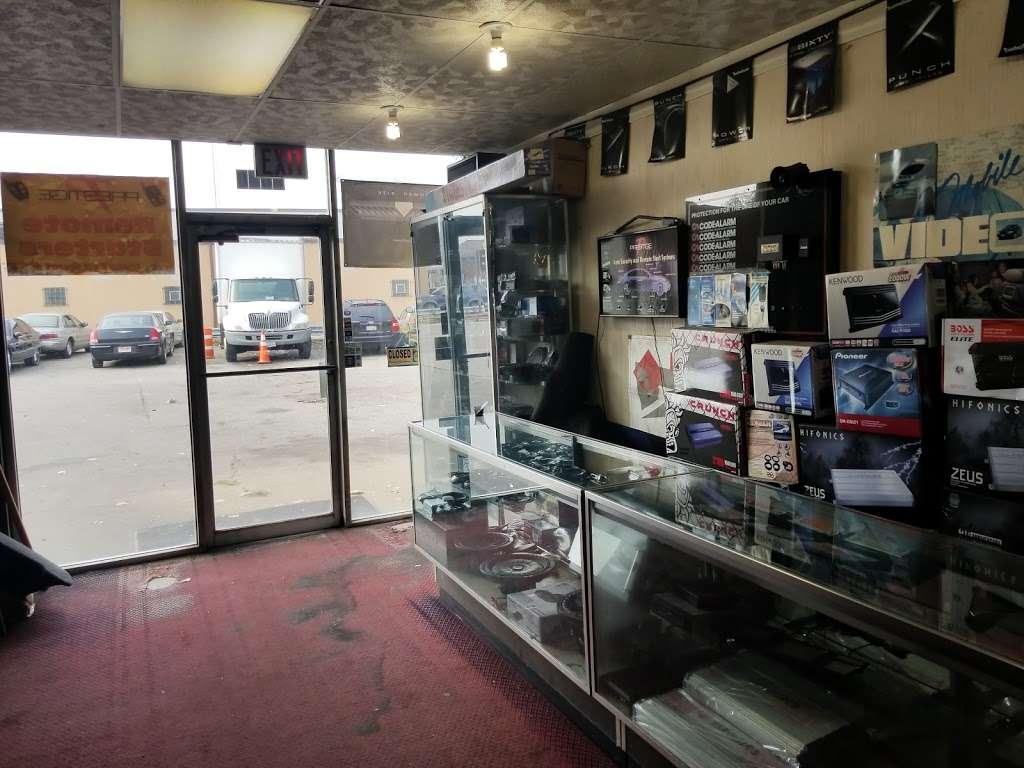 Lyons Car Radio Inc - car repair  | Photo 6 of 10 | Address: 8050 Ogden Ave # 4, Lyons, IL 60534, USA | Phone: (708) 442-1930
