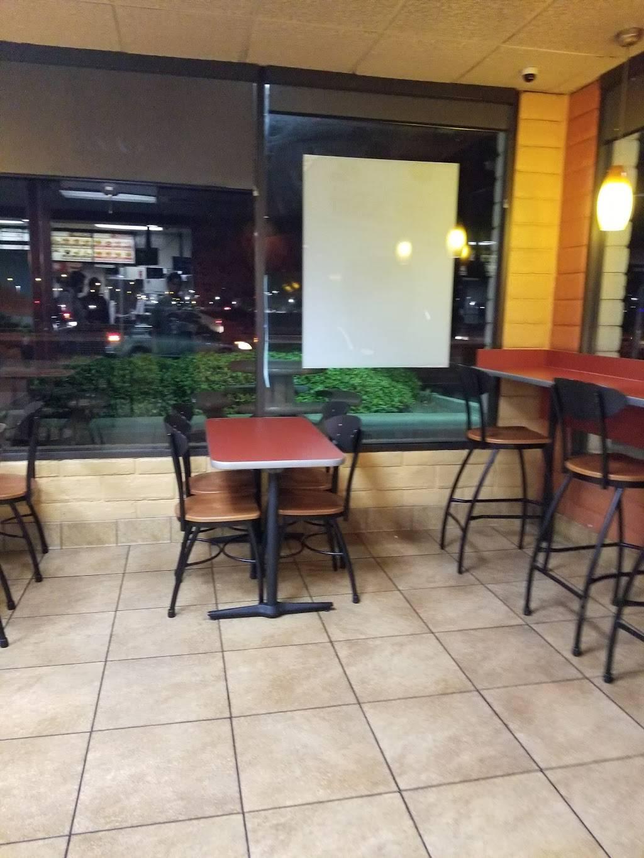 Jack in the Box - restaurant  | Photo 3 of 7 | Address: 3025 E Shaw Ave, Fresno, CA 93710, USA | Phone: (559) 292-7754