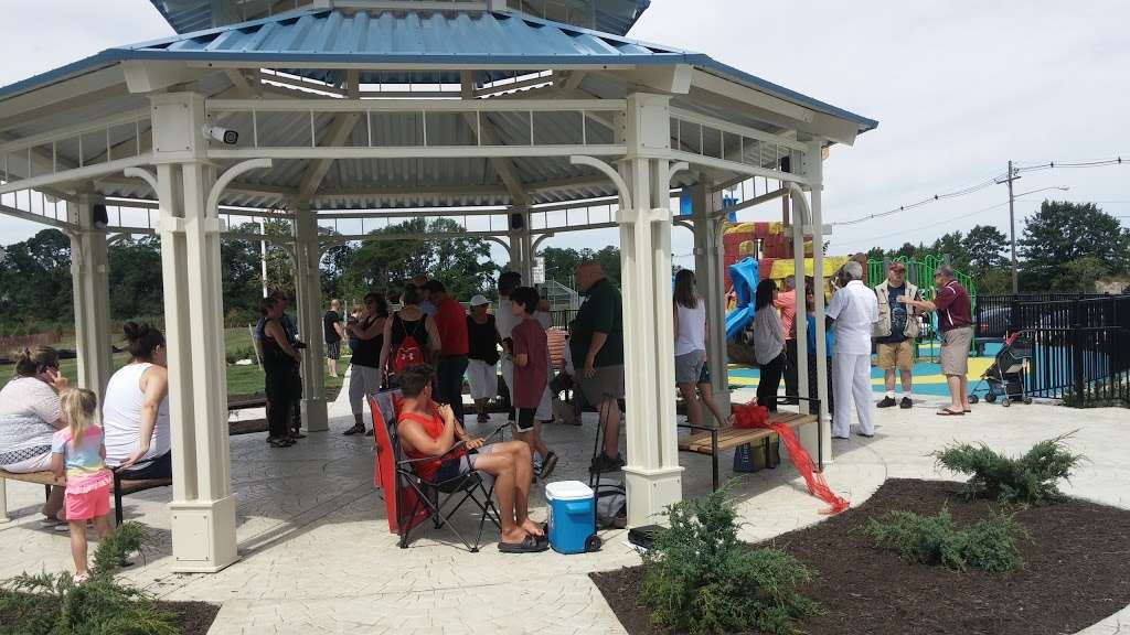 Veterans Memorial Park - park  | Photo 7 of 10 | Address: Ocean Blvd &, Lakeshore Dr, Keyport, NJ 07735, USA | Phone: (732) 583-4200