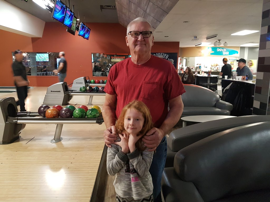 Super Bowl - bowling alley  | Photo 2 of 10 | Address: 10000 Tecumseh Rd E, Windsor, ON N8R 1A2, Canada | Phone: (519) 735-7500