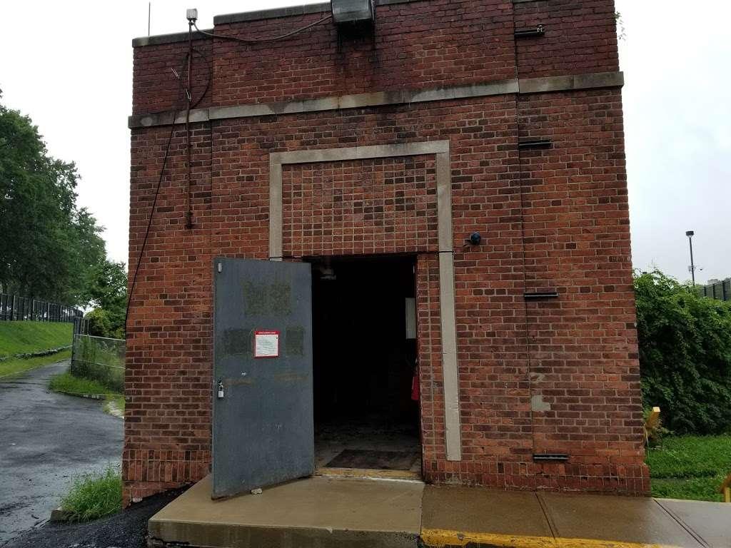 Jerome Park - park  | Photo 9 of 10 | Address: Goulden Ave, Bronx, NY 10463, USA | Phone: (212) 639-9675