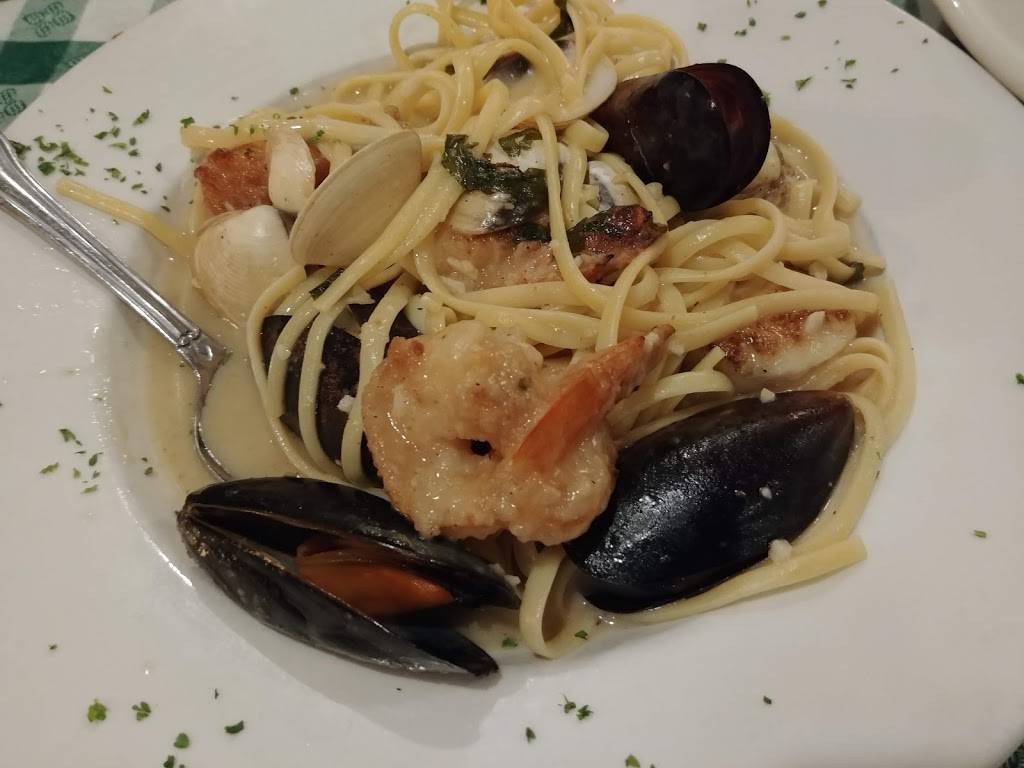 Francos Italian Restaurant - bakery  | Photo 6 of 10 | Address: 4453 W Cerritos Ave, Cypress, CA 90630, USA | Phone: (714) 761-9040