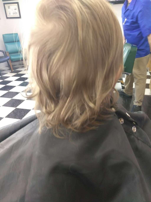 South End Barber Shop - hair care  | Photo 8 of 10 | Address: 404 N Main St, China Grove, NC 28023, USA | Phone: (704) 857-1891