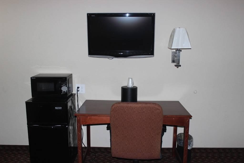Travel Inn Omaha - lodging  | Photo 6 of 8 | Address: 10708 M St, Omaha, NE 68127, USA | Phone: (402) 597-4116
