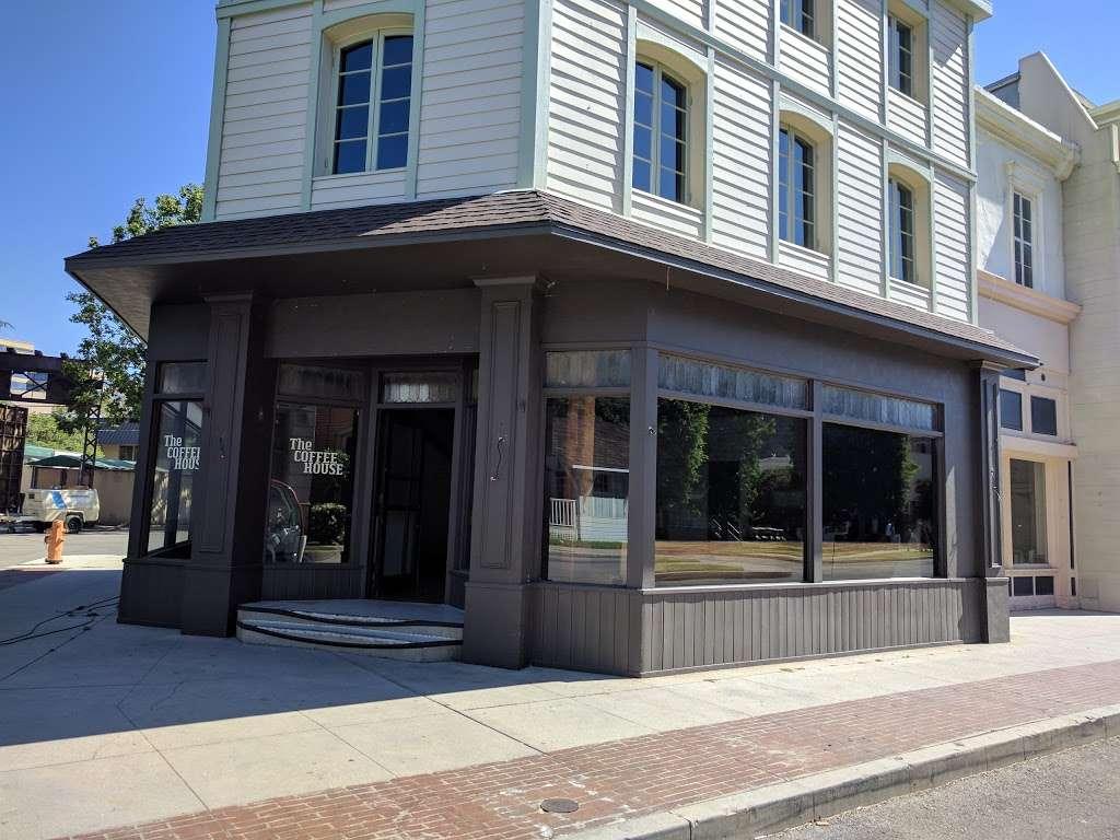 Warner Bros Studios - electronics store  | Photo 9 of 10 | Address: 461 S California St, Burbank, CA 91505, USA