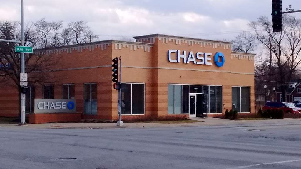 Chase Bank - bank  | Photo 1 of 4 | Address: 18301 Dixie Hwy, Homewood, IL 60430, USA | Phone: (708) 922-0302