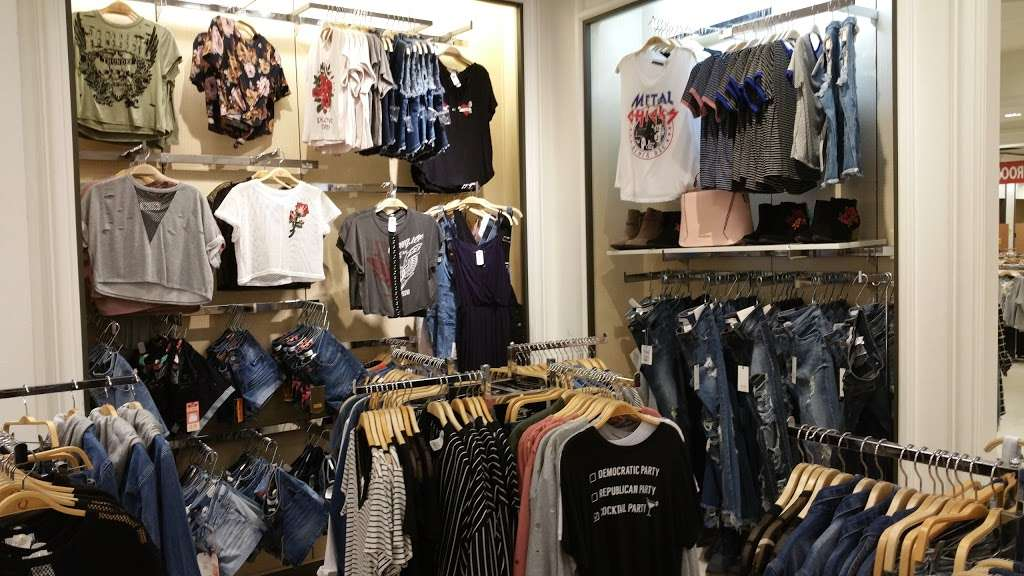 Q Luv - clothing store    Photo 6 of 7   Address: Westminster, CA 92683, USA