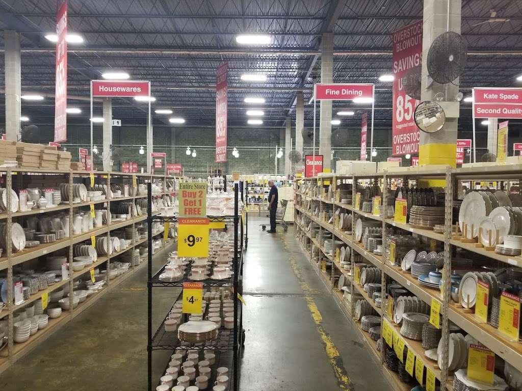 Lenox Outlet - store  | Photo 6 of 10 | Address: 51 Commerce Dr, Cranbury, NJ 08512, USA | Phone: (609) 395-8051