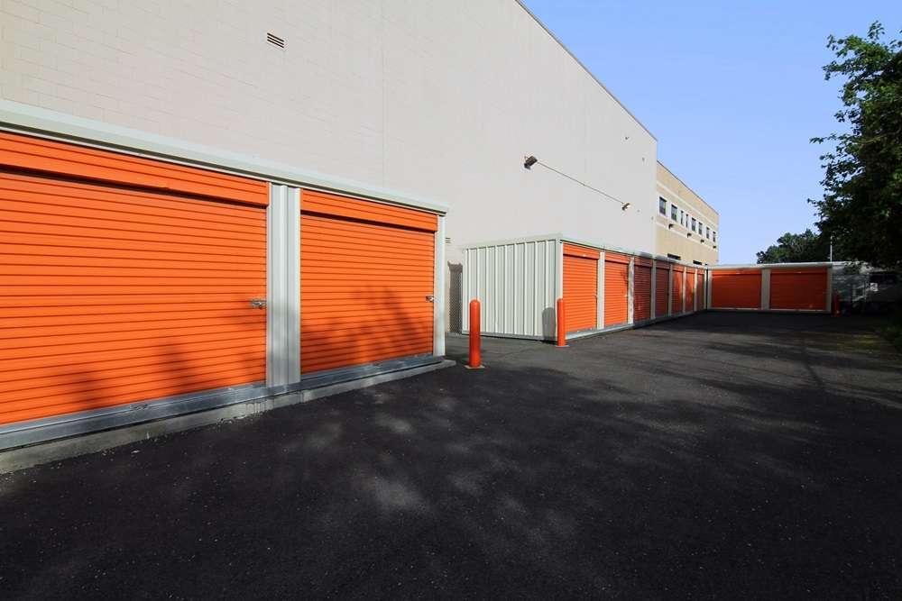Public Storage - storage  | Photo 4 of 7 | Address: 875 Brush Ave, Bronx, NY 10465, USA | Phone: (347) 352-9538