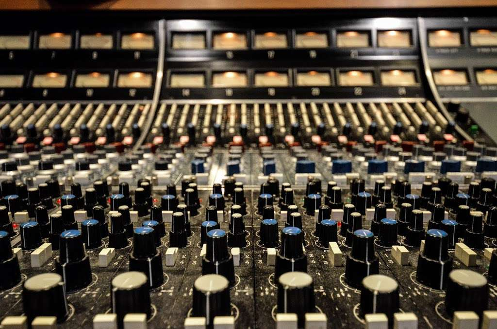 Studio City Sound - electronics store  | Photo 1 of 10 | Address: 4412 Whitsett Ave, Studio City, CA 91604, USA | Phone: (818) 505-9368