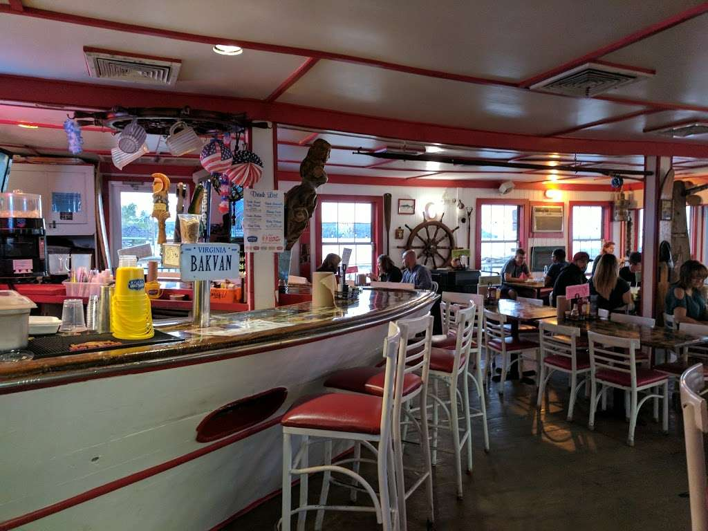 Tims Rivershore Restaurant and Crabhouse - restaurant  | Photo 5 of 10 | Address: 1510 Cherry Hill Rd, Dumfries, VA 22026, USA | Phone: (703) 441-1375
