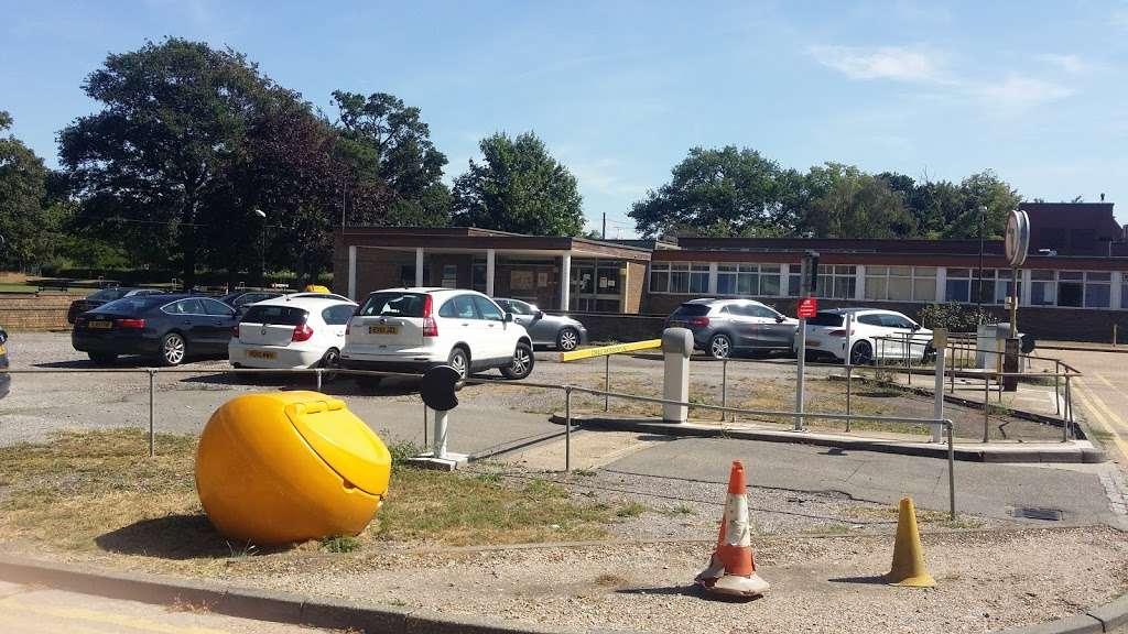 Orsett Hospital - hospital  | Photo 2 of 6 | Address: Rowley Rd, Orsett, Grays RM16 3EU, UK | Phone: 01268 524900