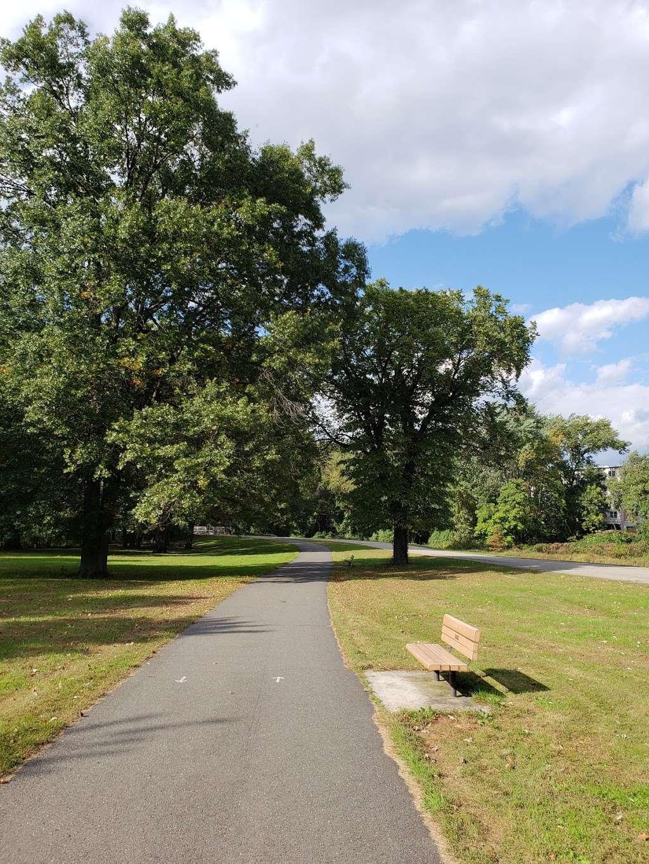 Saddle River Bike Path Parking 3 - park  | Photo 3 of 10 | Address: 760 Saddle River Rd, Saddle Brook, NJ 07663, USA