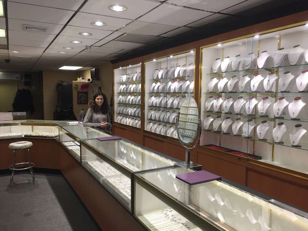 L & R Jewelers - jewelry store    Photo 1 of 4   Address: 6713 18th Ave, Brooklyn, NY 11204, USA   Phone: (718) 234-7500
