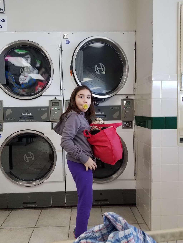 Riverside Laundromat - laundry  | Photo 3 of 4 | Address: 26 River Rd, North Arlington, NJ 07031, USA | Phone: (201) 955-3114