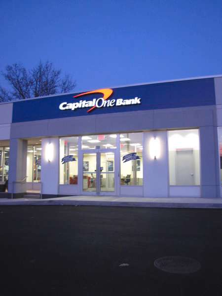 Capital One Bank - bank  | Photo 4 of 6 | Address: 386 Forest Ave, Staten Island, NY 10301, USA | Phone: (917) 423-8976