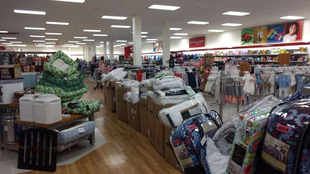 T.J. Maxx - department store  | Photo 5 of 10 | Address: 1401 Hawthorne Blvd, Redondo Beach, CA 90278, USA | Phone: (310) 214-3212