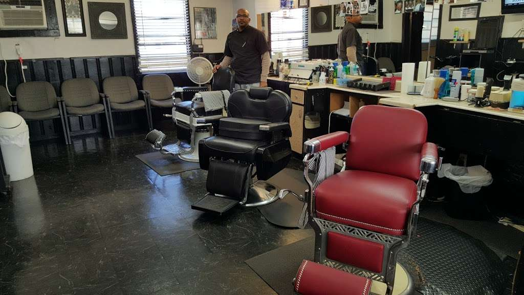 Cut Creations Barber Shop - hair care  | Photo 2 of 10 | Address: 5301 N Wayside Dr, Houston, TX 77028, USA | Phone: (713) 671-9825