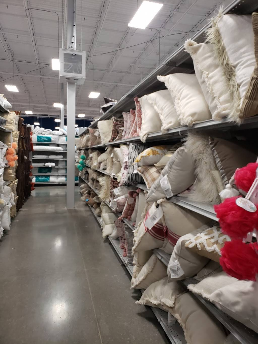 At Home - home goods store  | Photo 4 of 9 | Address: 6845 S 27th St, Lincoln, NE 68512, USA | Phone: (402) 417-1000