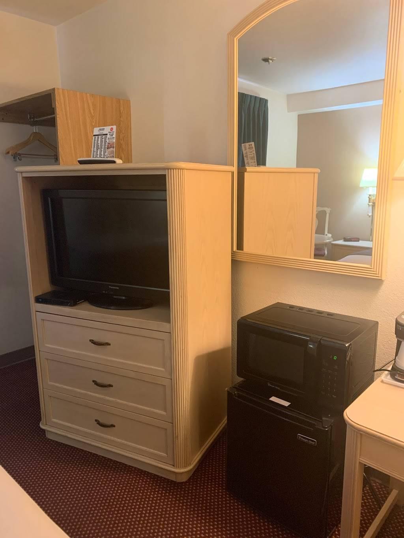 Americas Best Value Inn Albuquerque - lodging  | Photo 8 of 10 | Address: 450 Paisano St NE, Albuquerque, NM 87123, USA | Phone: (505) 271-4807