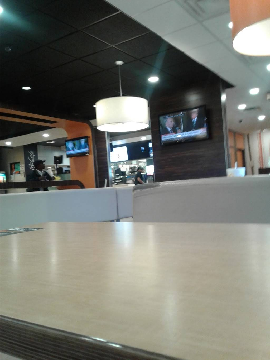 McDonalds - cafe  | Photo 9 of 10 | Address: 588 N 24th St, East St Louis, IL 62205, USA | Phone: (618) 874-6237