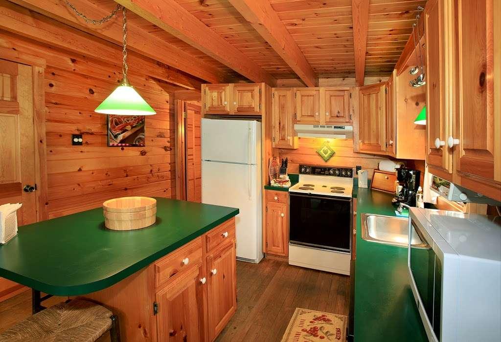 Pocono Log Home Getaway - real estate agency  | Photo 8 of 10 | Address: Malibu Dr, Lehighton, PA 18235, USA | Phone: (609) 457-2208