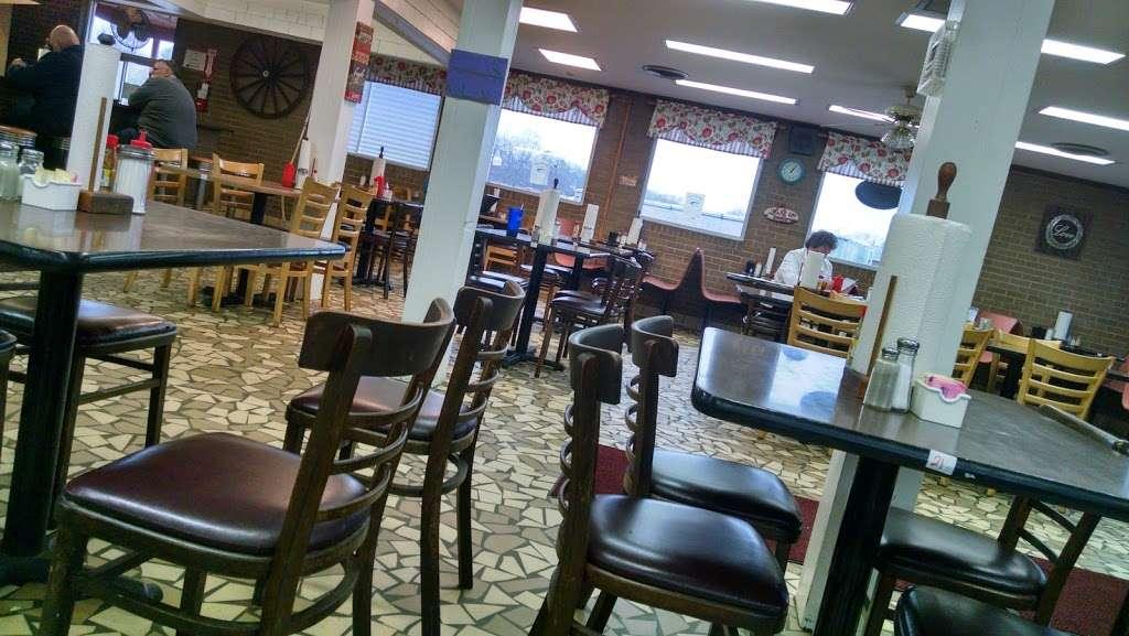 Christines Wagon Wheel - restaurant  | Photo 8 of 10 | Address: 204 W Main St, Marshville, NC 28103, USA | Phone: (704) 624-2057