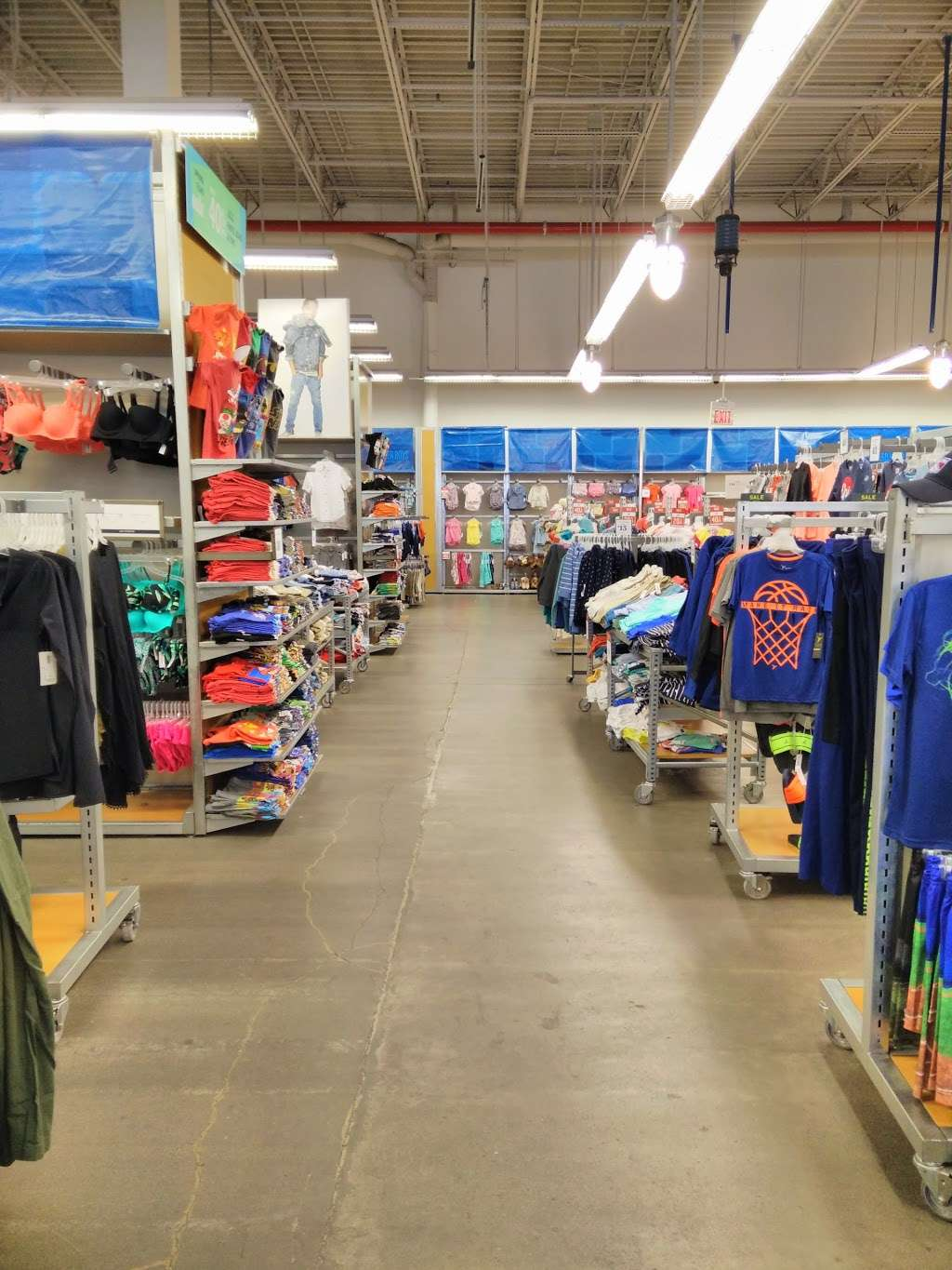 Old Navy - clothing store  | Photo 1 of 10 | Address: 139-15 20th Ave, College Point, NY 11356, USA | Phone: (718) 461-6986