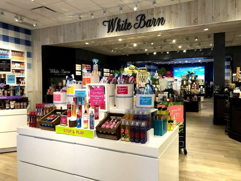 Bath & Body Works - home goods store  | Photo 2 of 10 | Address: 3207 Golf Rd, Delafield, WI 53018, USA | Phone: (262) 646-2003