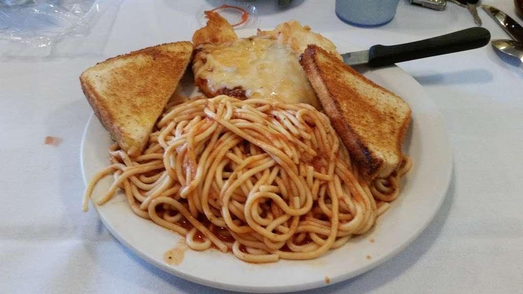 Pontiac Family Kitchen - restaurant  | Photo 2 of 10 | Address: 904 W Custer Ave, Pontiac, IL 61764, USA | Phone: (815) 844-3155