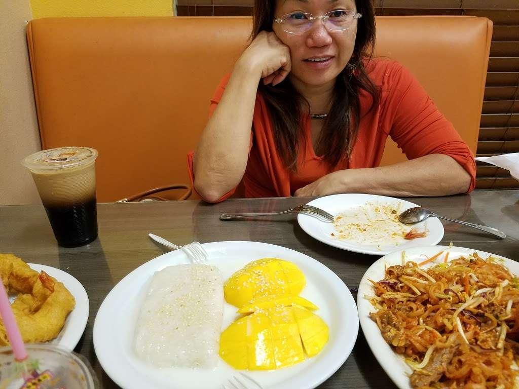 Chillin Thai Cuisine - restaurant  | Photo 9 of 10 | Address: 11020 Lower Azusa Road # B # B, El Monte, CA 91731, USA | Phone: (626) 444-3988