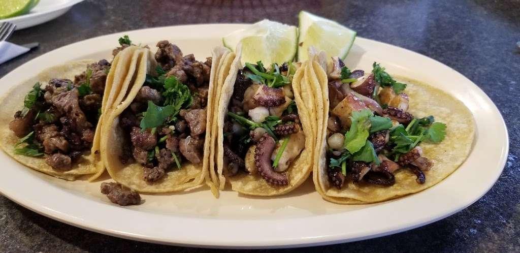 El Chivolin Restaurant - restaurant  | Photo 10 of 10 | Address: 4171 S 76th St, Greenfield, WI 53220, USA | Phone: (414) 810-0482