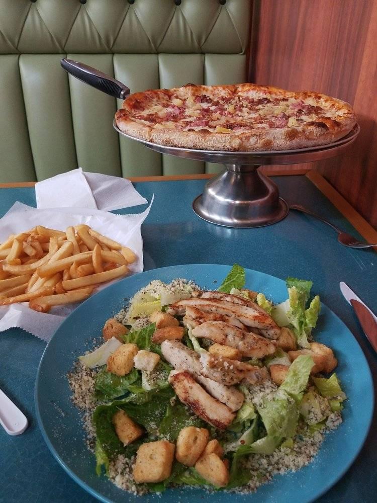 Bella Gina Pizza - restaurant  | Photo 7 of 10 | Address: 2218 Atlantic Ave, Virginia Beach, VA 23451, USA | Phone: (757) 422-2196