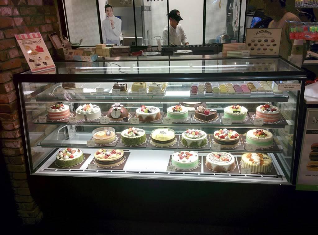 Tous les Jours - bakery  | Photo 3 of 10 | Address: 3320 K Ave #218, Plano, TX 75074, USA | Phone: (469) 814-0882