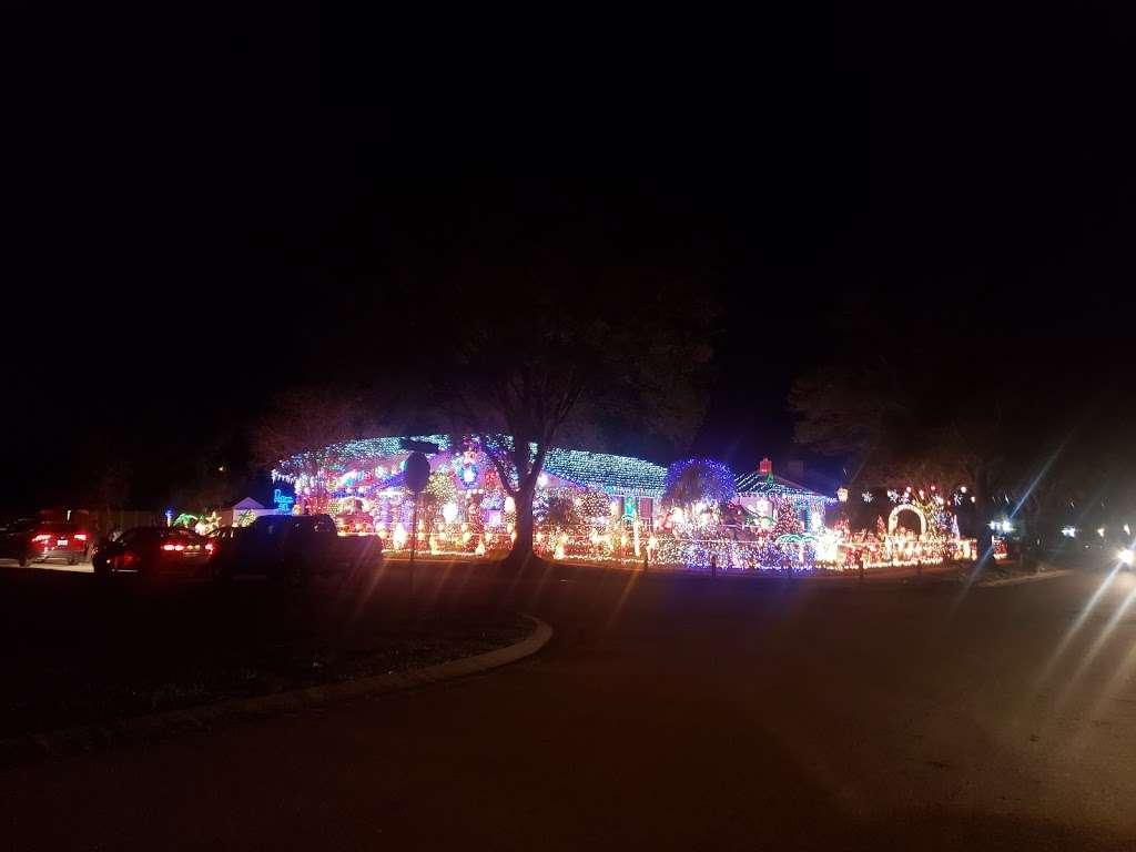 Rob and Bettys Christmas Light Display - lodging  | Photo 5 of 10 | Address: 5651 Garden Grove Cir, Winter Park, FL 32792, USA