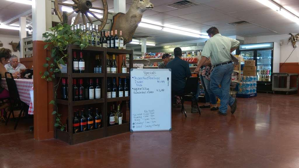 Ropers Country Store & Cafe - convenience store  | Photo 3 of 8 | Address: 37014 Farm to Market 1093, Simonton, TX 77476, USA | Phone: (281) 533-0585