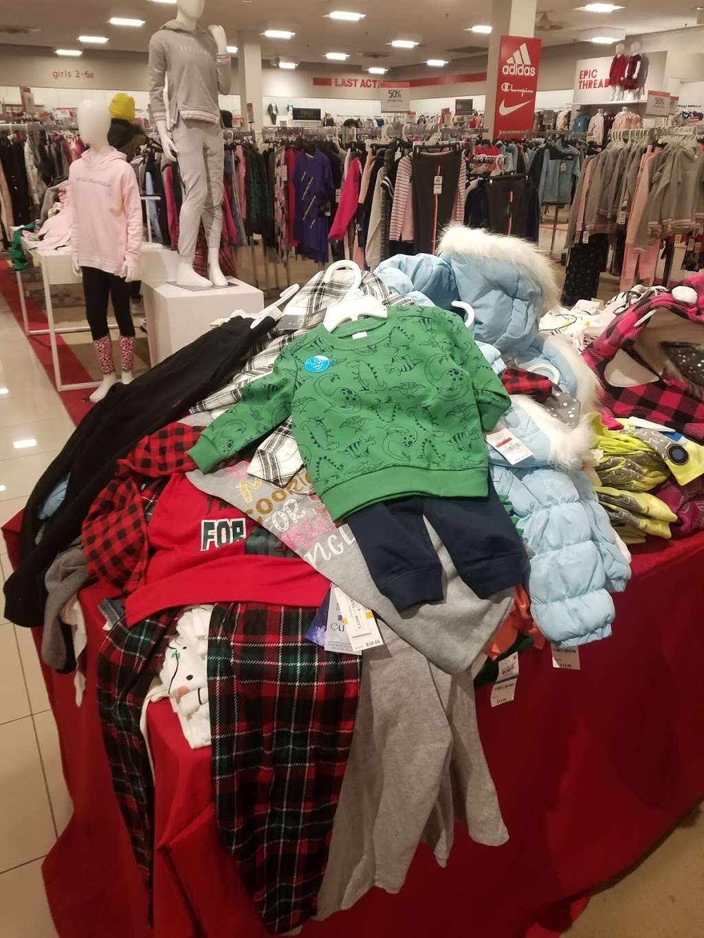 Macys Mens Store - clothing store  | Photo 6 of 9 | Address: 69 Green Acres Rd S, Valley Stream, NY 11581, USA | Phone: (516) 561-6100
