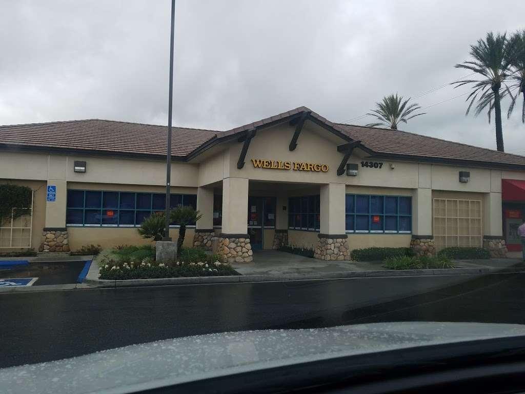 Wells Fargo Bank - bank  | Photo 2 of 5 | Address: 14307 Baseline Ave, Fontana, CA 92336, USA | Phone: (909) 349-6020