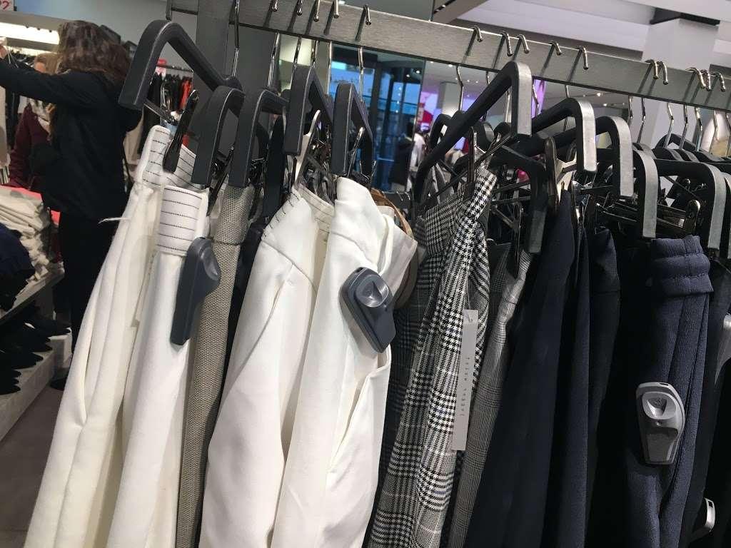 Zara - clothing store  | Photo 9 of 10 | Address: 101 5th Ave, New York, NY 10003, USA | Phone: (212) 741-0555