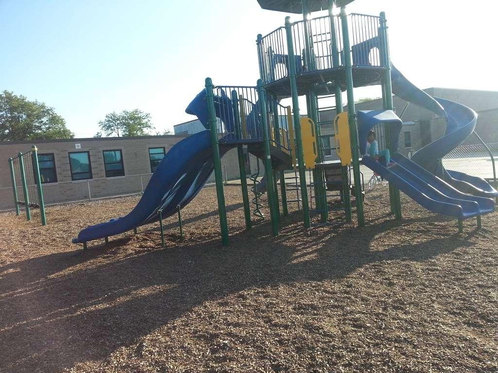 Iroquois Community School - school  | Photo 3 of 8 | Address: 1836 E Touhy Ave, Des Plaines, IL 60018, USA | Phone: (847) 824-1308