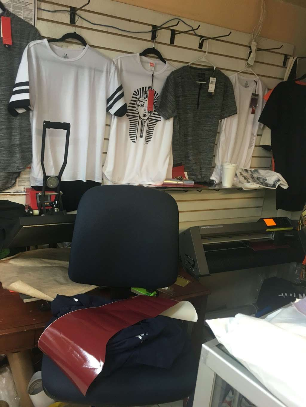 Instant t-shirt/ Hat printing - clothing store  | Photo 5 of 10 | Address: 392 E Tremont Ave, Bronx, NY 10457, USA | Phone: (347) 209-2295