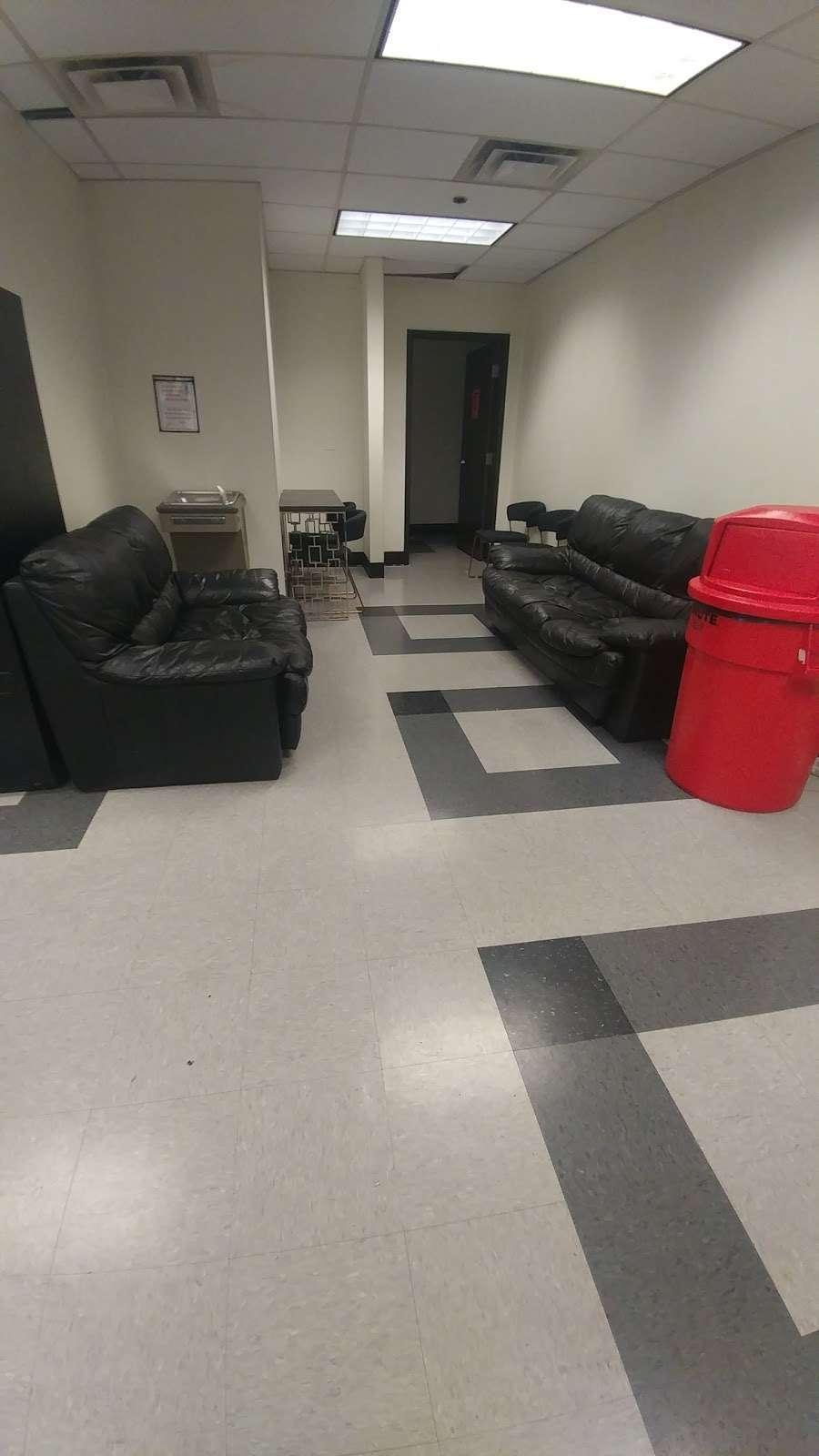 Wayfair Carol Stream Warehouse - storage  | Photo 2 of 4 | Address: 815 Kimberly Dr, Carol Stream, IL 60188, USA