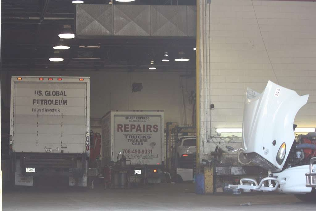 Sharp Express - car repair  | Photo 7 of 10 | Address: 413 Christina Dr, East Dundee, IL 60118, USA | Phone: (773) 616-0013