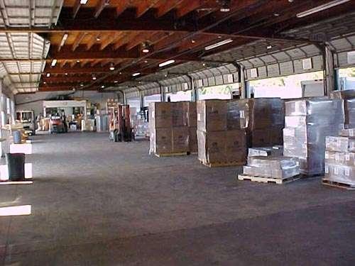 A2 Global Shipping - storage    Photo 3 of 10   Address: 31-40 Whitestone Expy #200a, Flushing, NY 11354, USA   Phone: (718) 569-8341