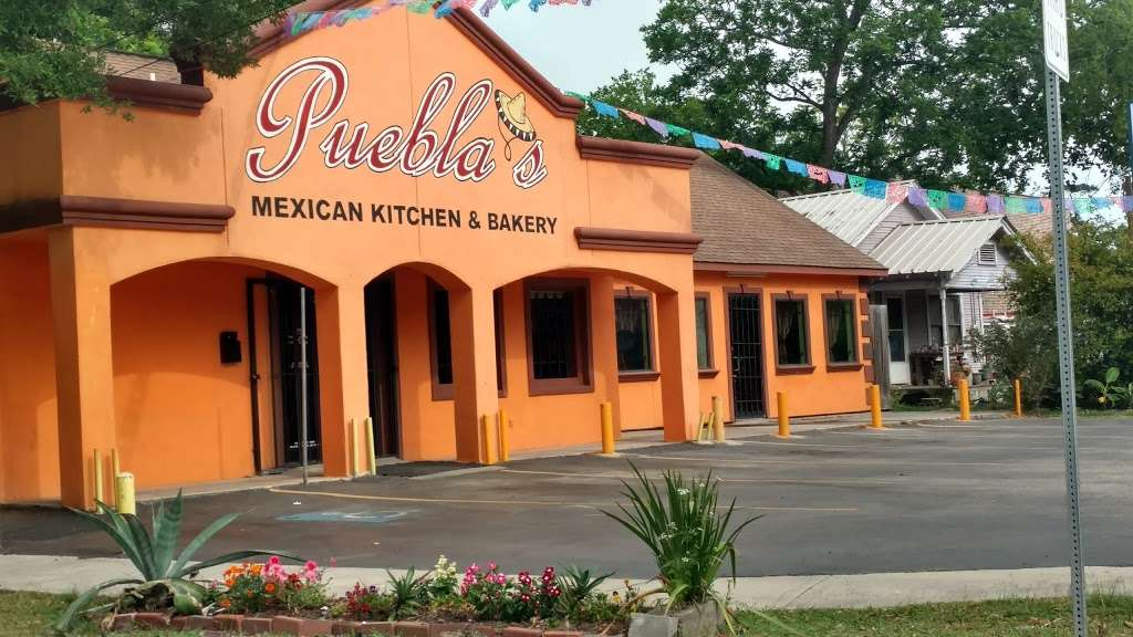 Pueblas Mexican Kitchen - restaurant  | Photo 3 of 10 | Address: 6320 N Main St, Houston, TX 77009, USA | Phone: (713) 426-9062