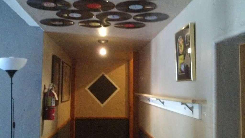 Iacon Sound Studios - electronics store    Photo 9 of 10   Address: 2469 Broadway, San Diego, CA 92102, USA   Phone: (619) 955-8295